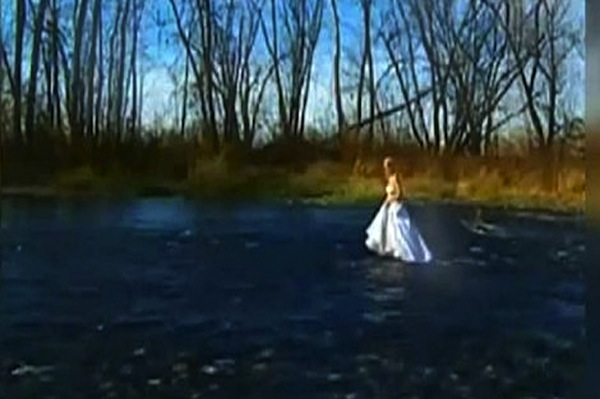 Rawdon Quebec Woman Drowns At Photo Shoot In Her Wedding Dress
