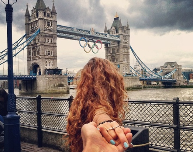 traveling-couple-london